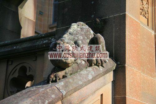 澳大利亚悉尼大学主楼台阶上的雕塑