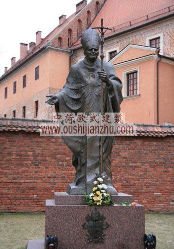 波兰克拉科夫瓦维尔皇家城堡教皇约翰。保罗二世铜像