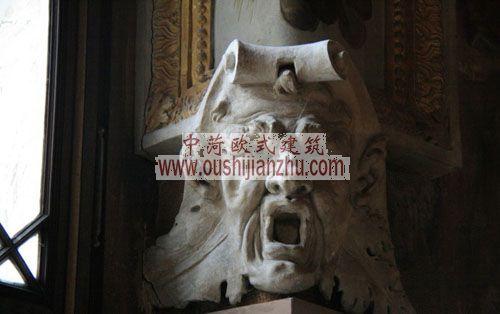 法国枫丹白露宫画廊柱子上的雕塑