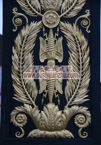 法国枫丹白露宫精致的纹饰浮雕