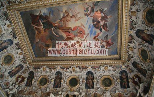 法国枫丹白露宫楼梯间的天花板