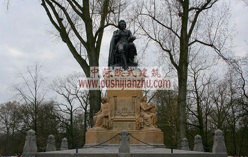 荷兰公园里的雕塑