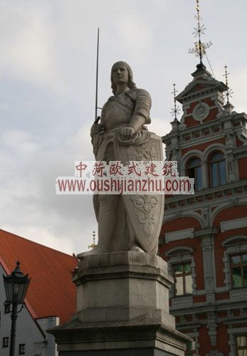 拉脱维亚里加市政厅广场的中央是罗兰德雕像