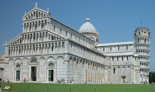 罗曼式建筑-意大利比萨教堂
