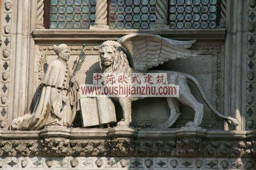 意大利威尼斯总督宫墙上的雕塑