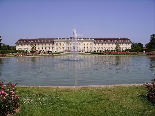 路德维斯堡宫殿