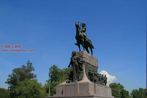 广场上的纪念碑