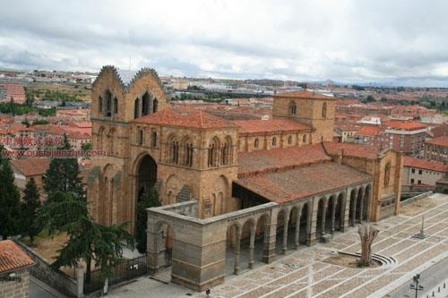 罗马式的圣维森特教堂