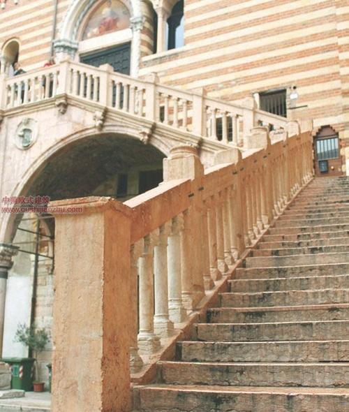 卡佩罗街头的中世纪古宅