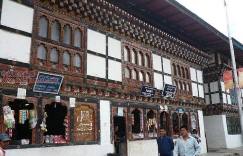 不丹独特的民居建筑13