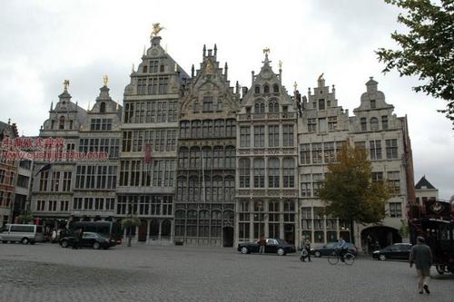 欧式建筑—安特卫普市政厅旁的广场1