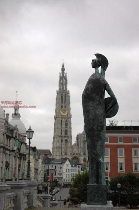 欧式建筑—安特卫普市政厅旁的广场3