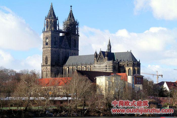 马格德堡/在教堂前面的被占领了皇宫,1207火中被毁坏的。在废墟的石头,...