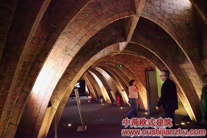 内部弧形拱顶的设计